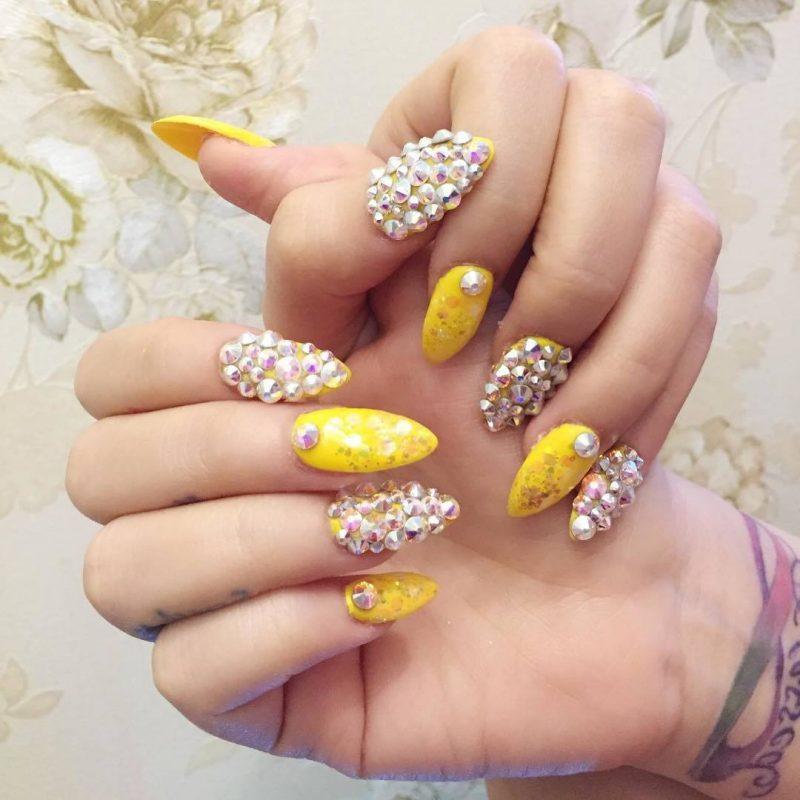 Fingernagel Design Steine