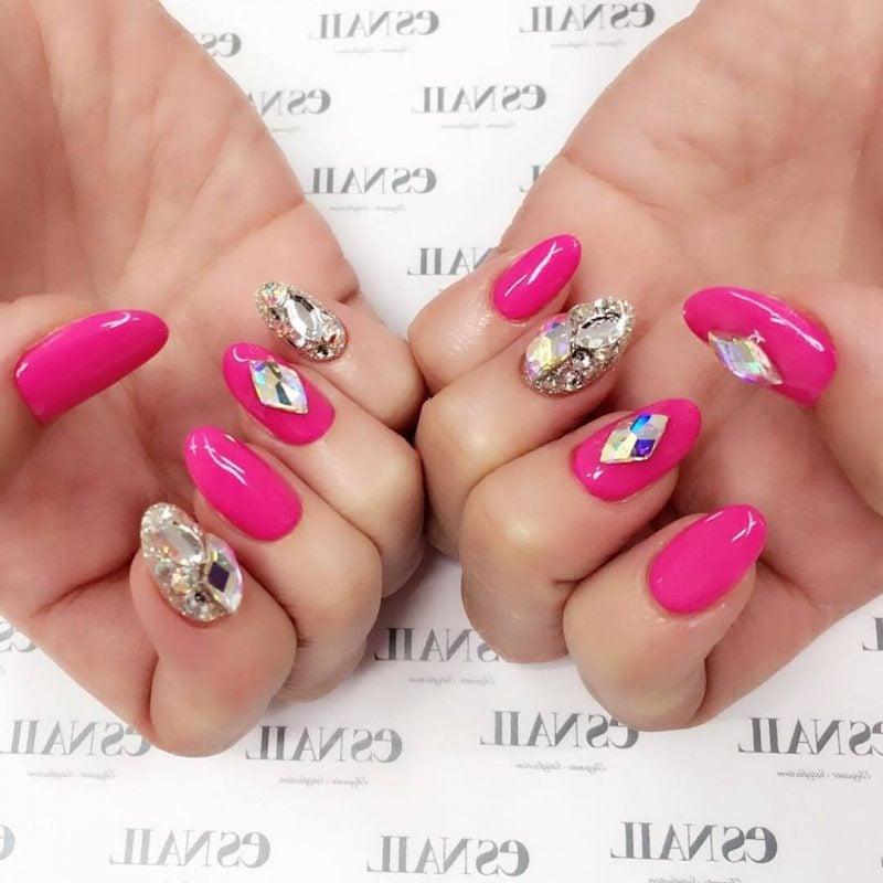 Fingernagel Design mit Steinen