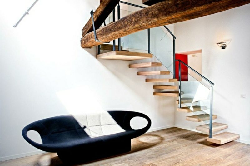 fretragende Treppe aus Holz