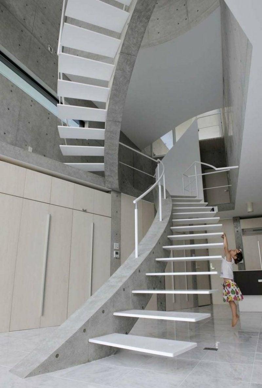 weisse Treppe freitragende Konstruktion