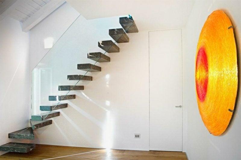 freihängende Treppe Granit