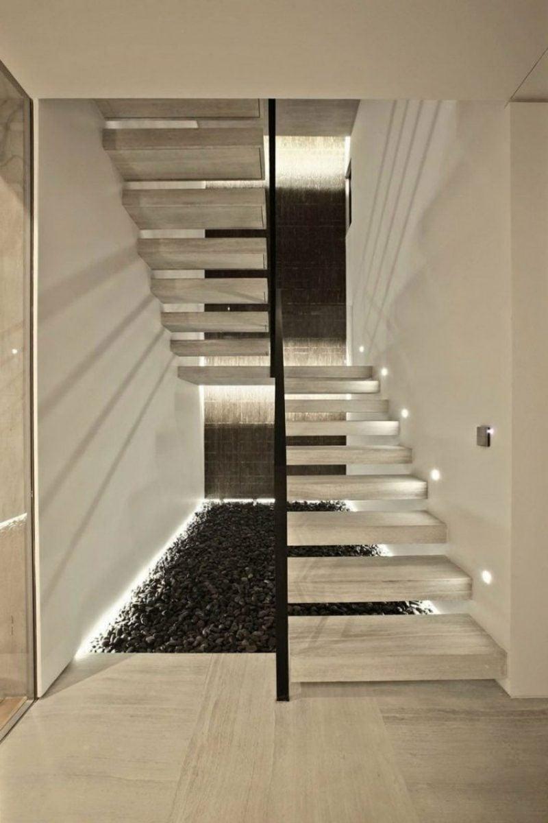 freihängende Treppe mit indirekter LED Beleuchtung
