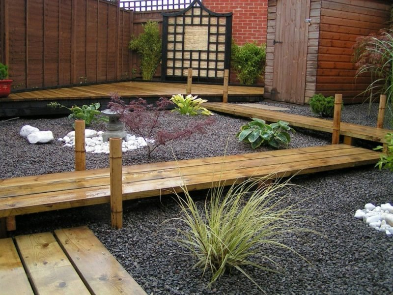 Gartengestaltung mit Kies und Holz