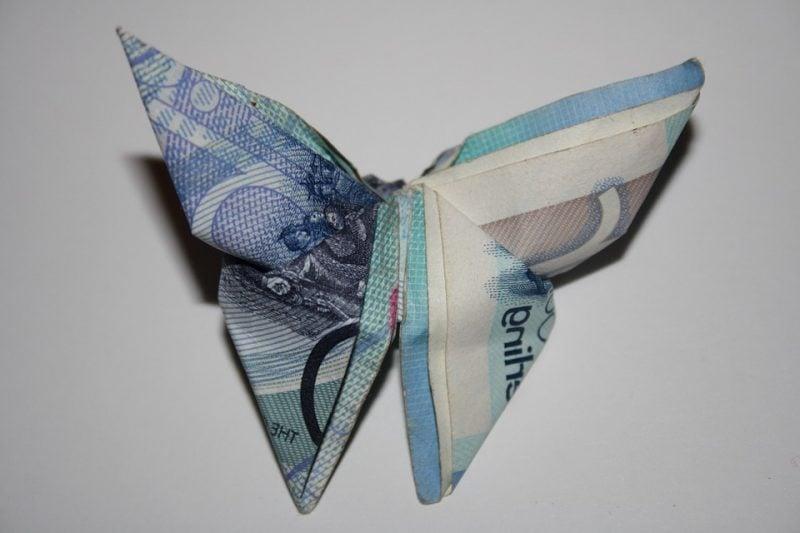 4 einfache schritte f r origami geld herz falten diy. Black Bedroom Furniture Sets. Home Design Ideas