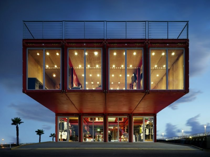 grosses Container Haus innovative Wohnideen