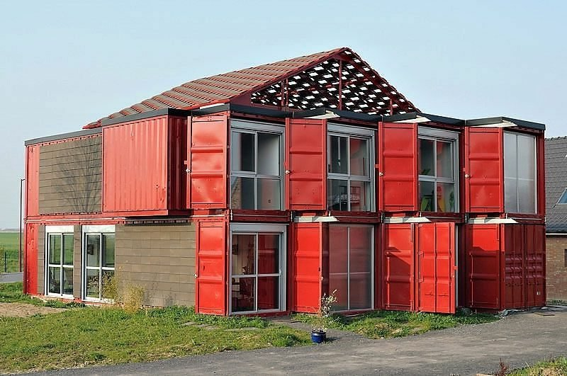 grosse Container Wohnung im Rot