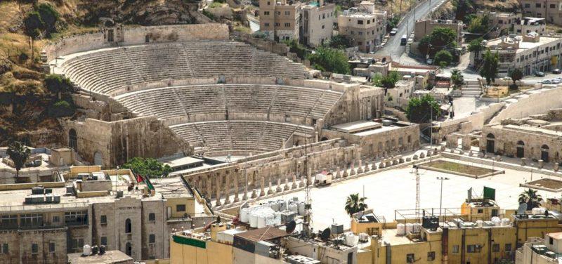hauptstadt-von-jordanien An ancient Roman ampitheater in Amman Jordan