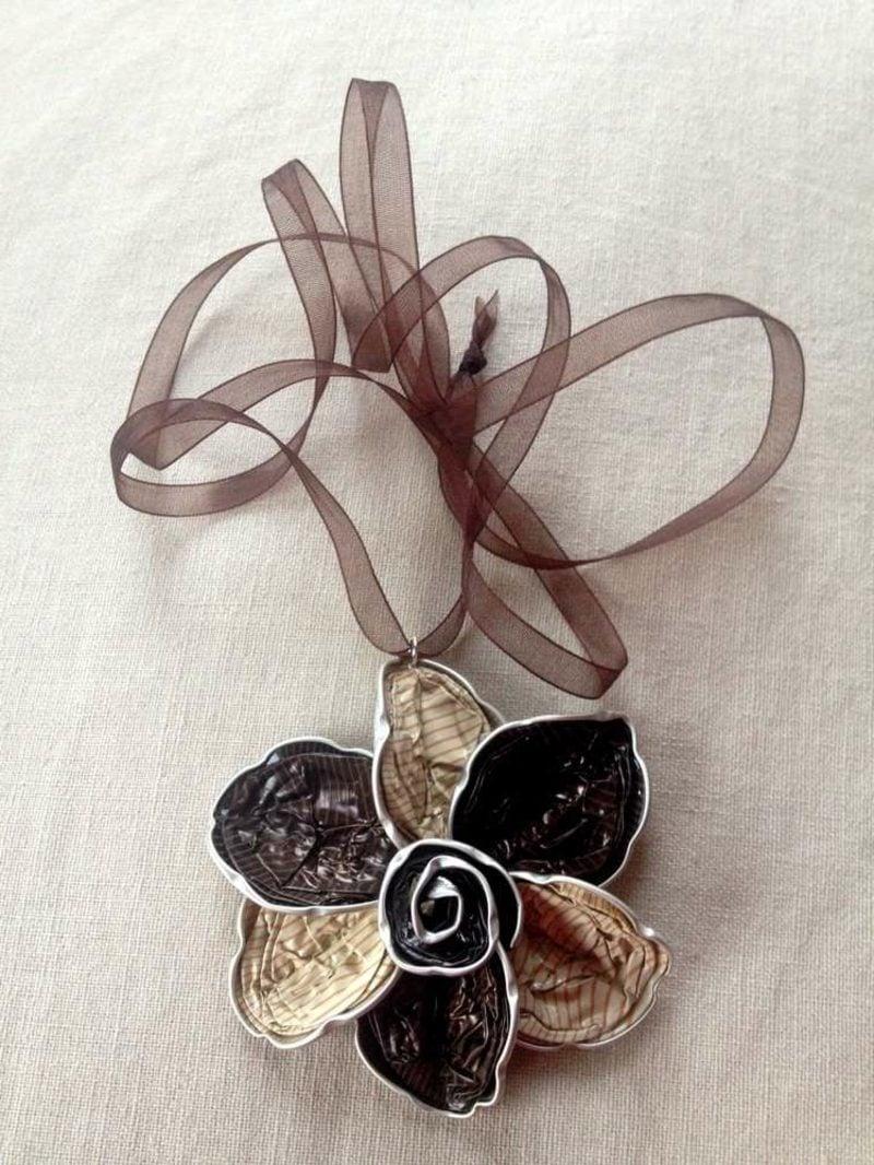 Kette Blumenform Schmuck aus Nespresso Kapseln