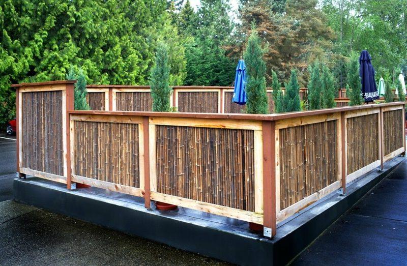 niedriger Bambuszaun mit originellem Design