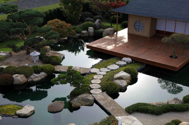 Japanische Gärten mit Steinen