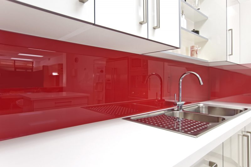 küche glasrückwand rot