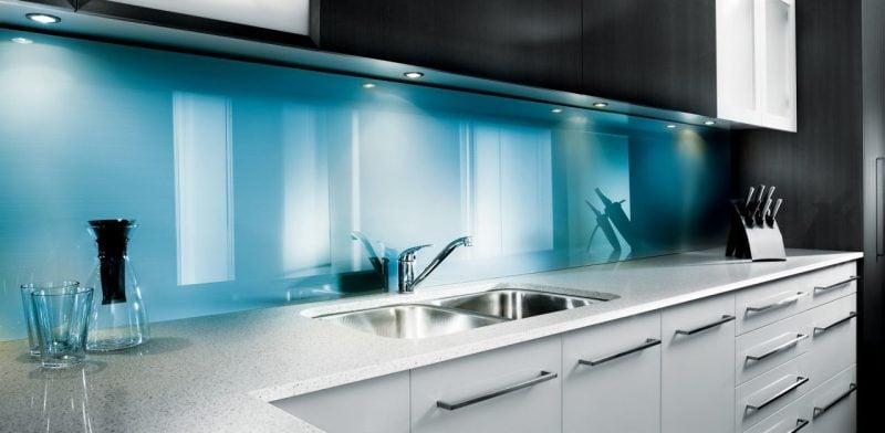 küche glasrückwand blau