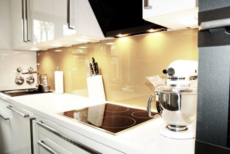 küche glasrückwand hell