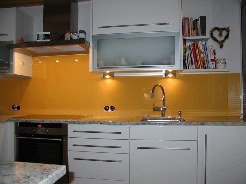 küche glasrückwand gelb