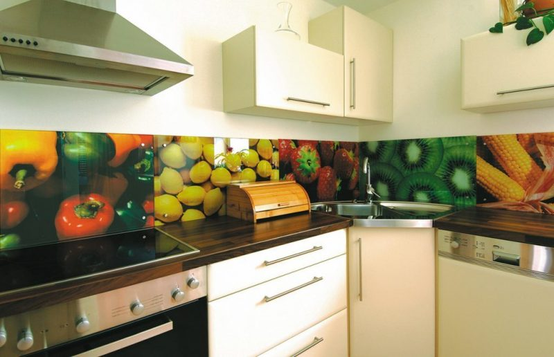 küche glasrückwand verziert