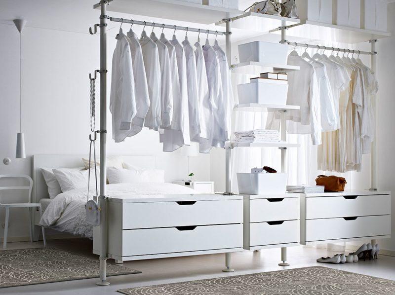 Kleiderschranksysteme vor dem Bett