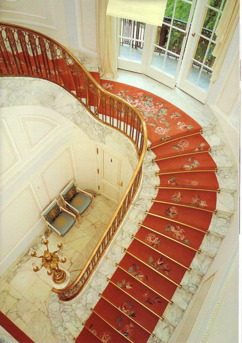 originelle Designideen roter Treppenteppich