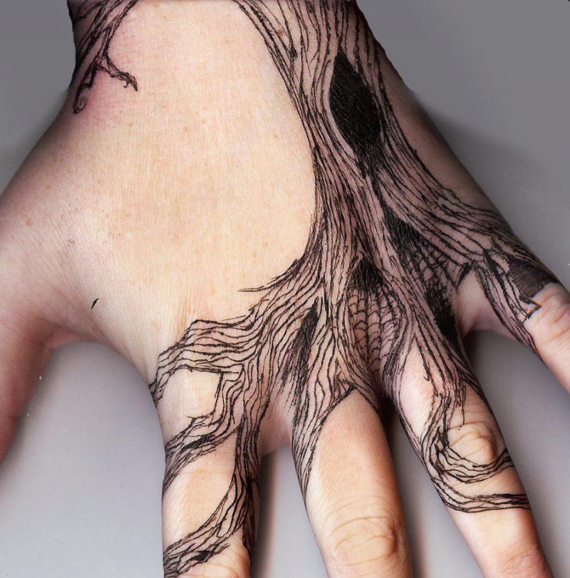 Lebensbaum Tattoo Hand