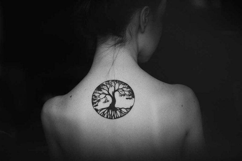 Lebensbaum Tattoo Frauen Rücken