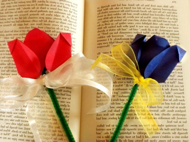 Lesezeichen selber machen Blumen aus Papier