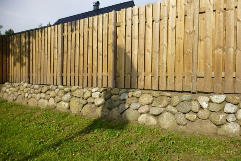 Gartensichtschutz moderner Zaun Stein und Holz