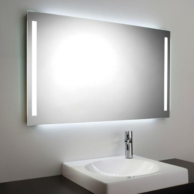 moderner Badspiegel mit integrieter Beleuchtung