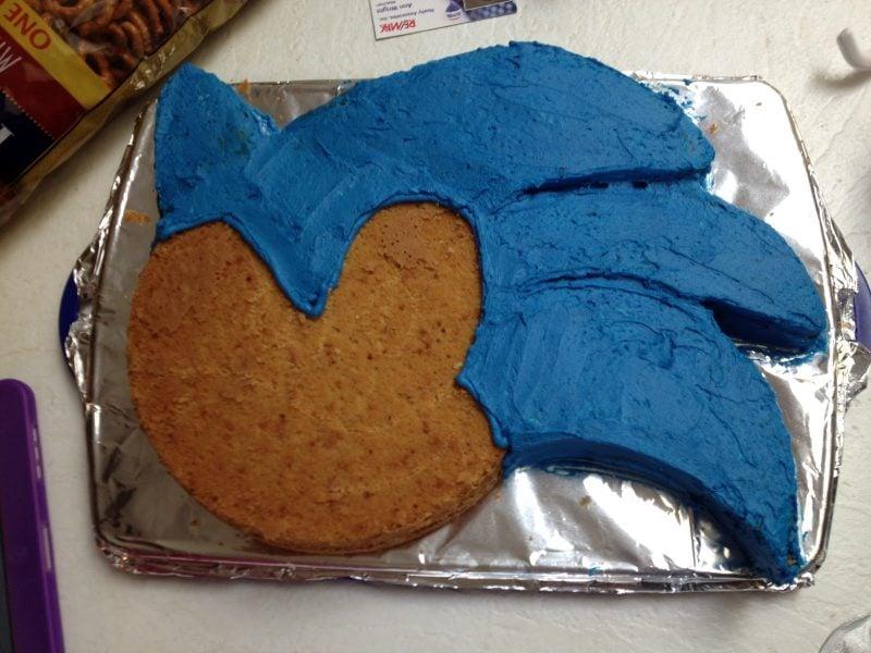 Motivtorten selber machen Sonic Torte Schritt 2
