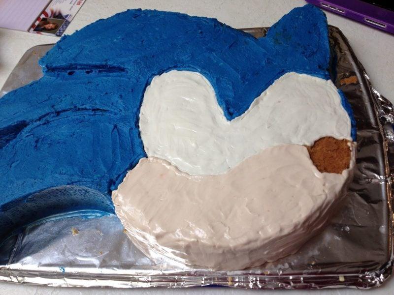 Motivtorten selber machen Sonic Torte Schritt 4