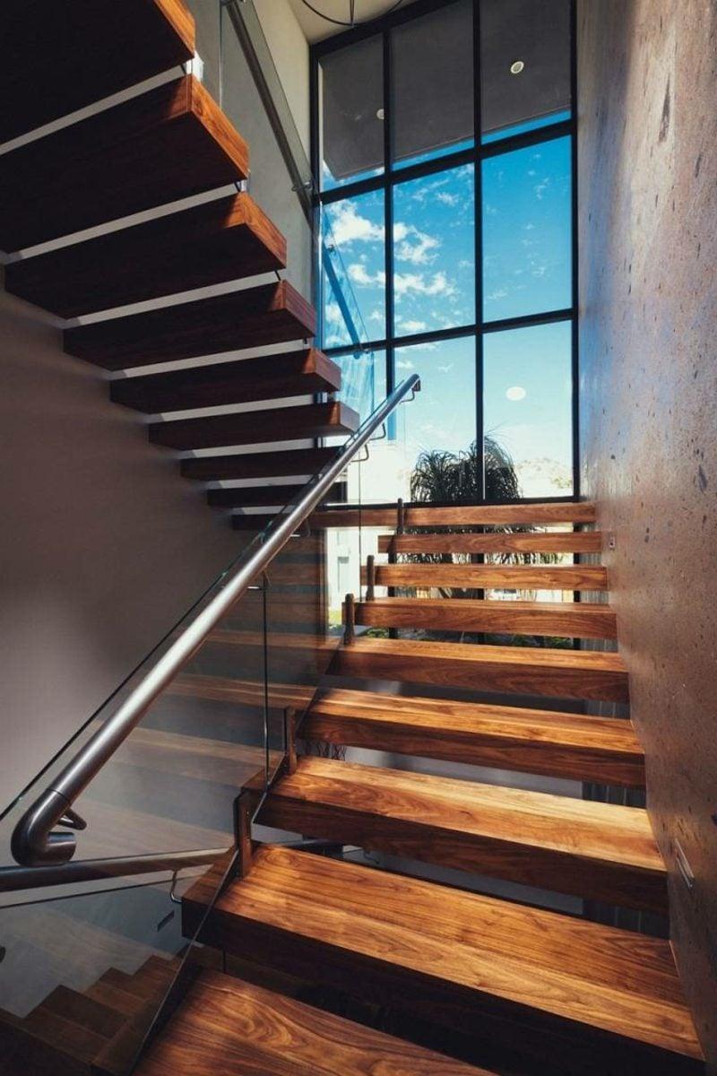 freihängende Treppe Holzstufen
