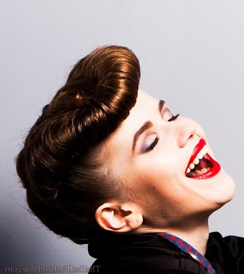 Ideen fuer Pin Up Frisuren zum Selbermachen