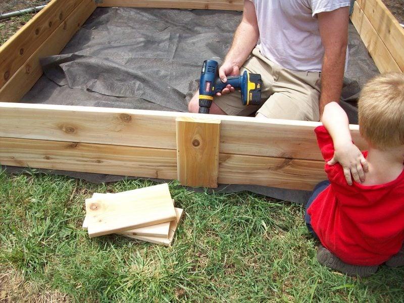 Sandkasten bauen Anleitung Schritt 7