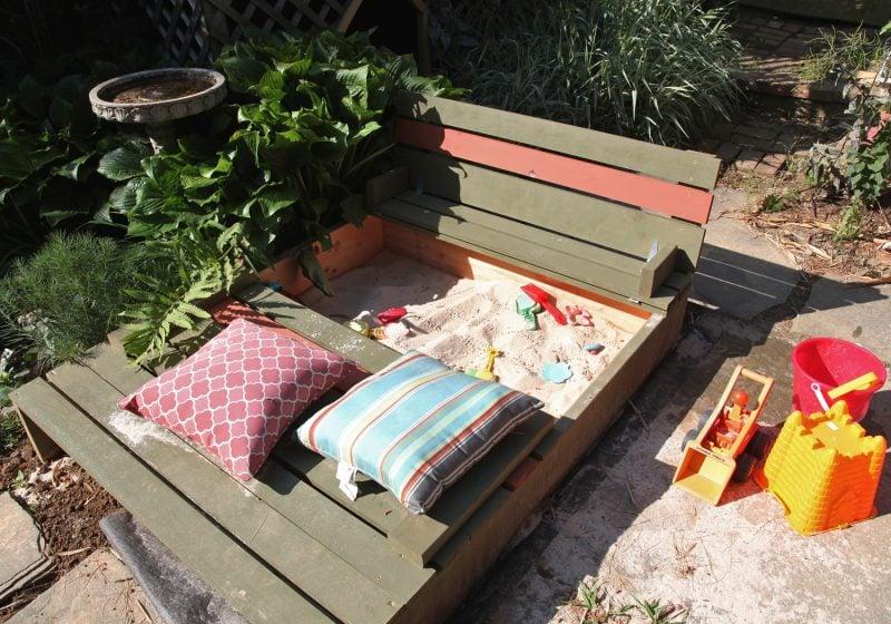Sandkasten bauen Sitzbank