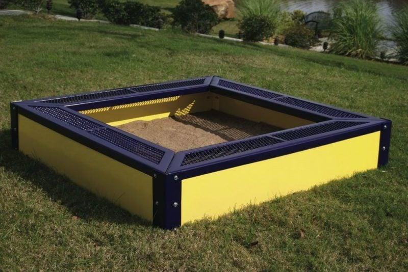 Sandkasten bauen mehrfarbig