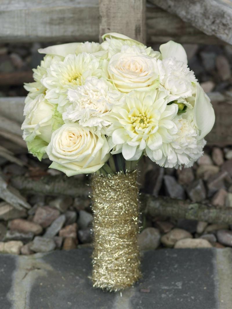 klassischer Hochzeitsstrauβ im Weiss