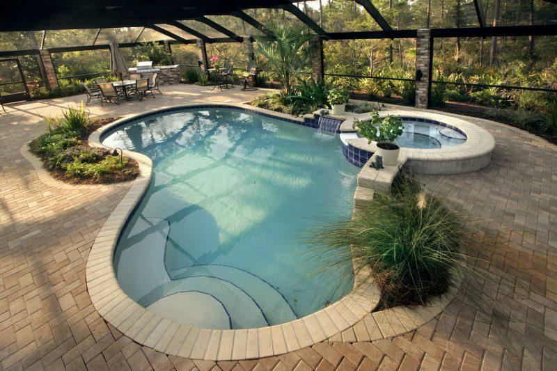Swimmingpool groß