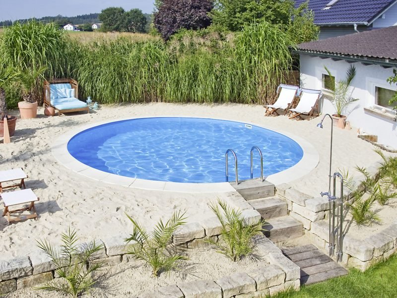 klein rundes Swimmingpool