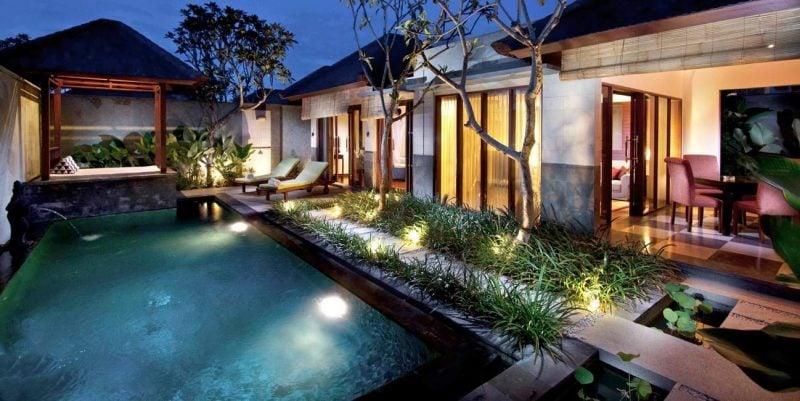 Swimmingpool mit Licht