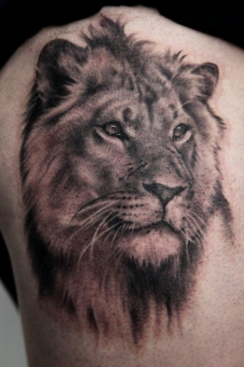 Symbol für Stärke Löwe Tattoo