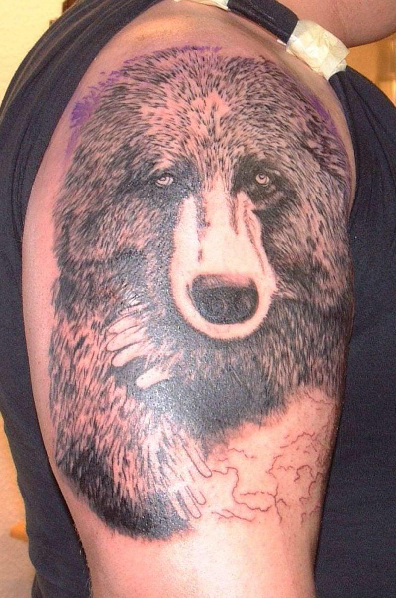 Symbol für Stärke Bär Tattoo