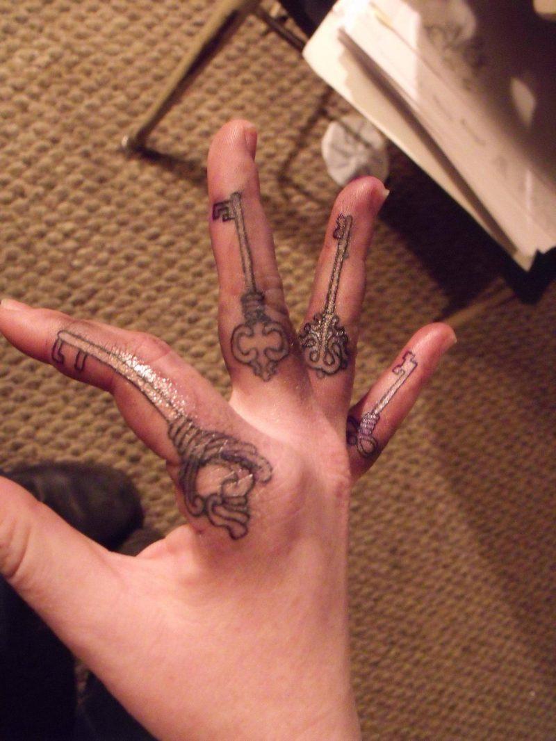 Tattoo Schlüssel auf Hand