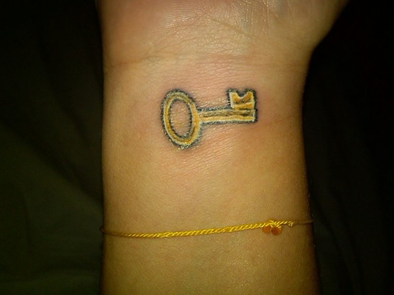 Tattoo Schlüssel Gold