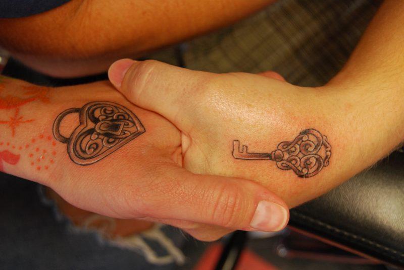 Tattoo Schlüssel Hände