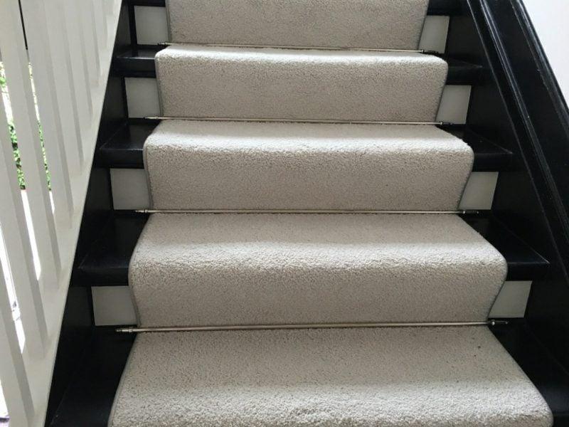grauer Teppich Treppenhaus