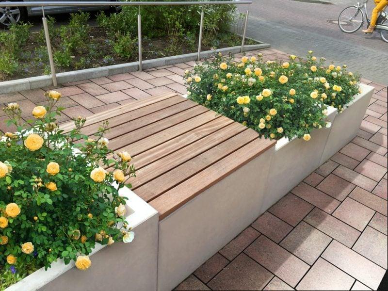 Blumenkübel aus Beton mit Sitzelement