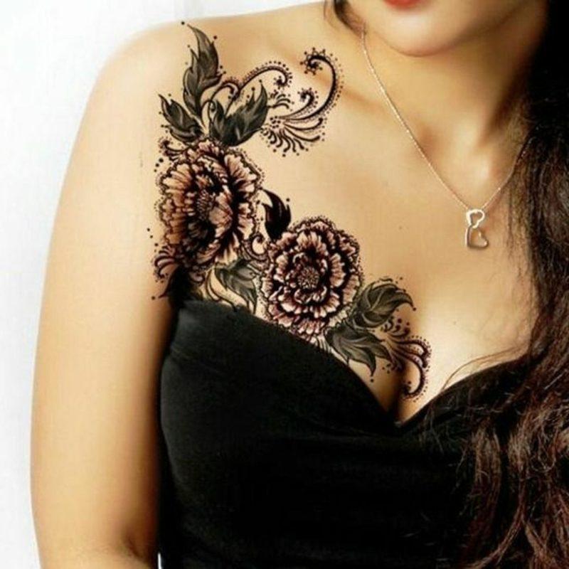 Blumen und Schmetterling originelles Tattoo Brust