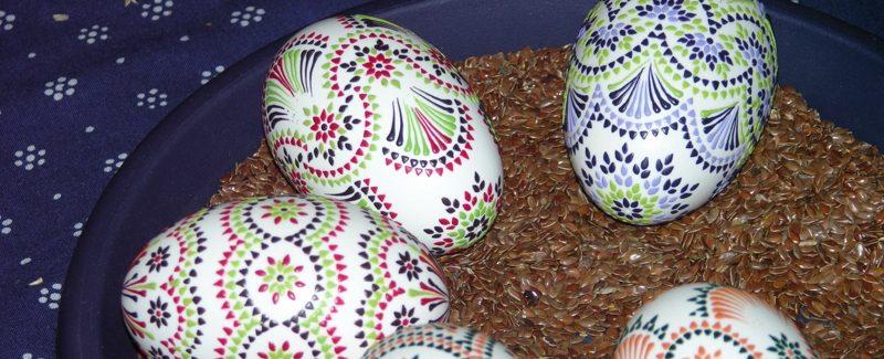 Ostereier kreativ färben Spitze umwickeln färben binden