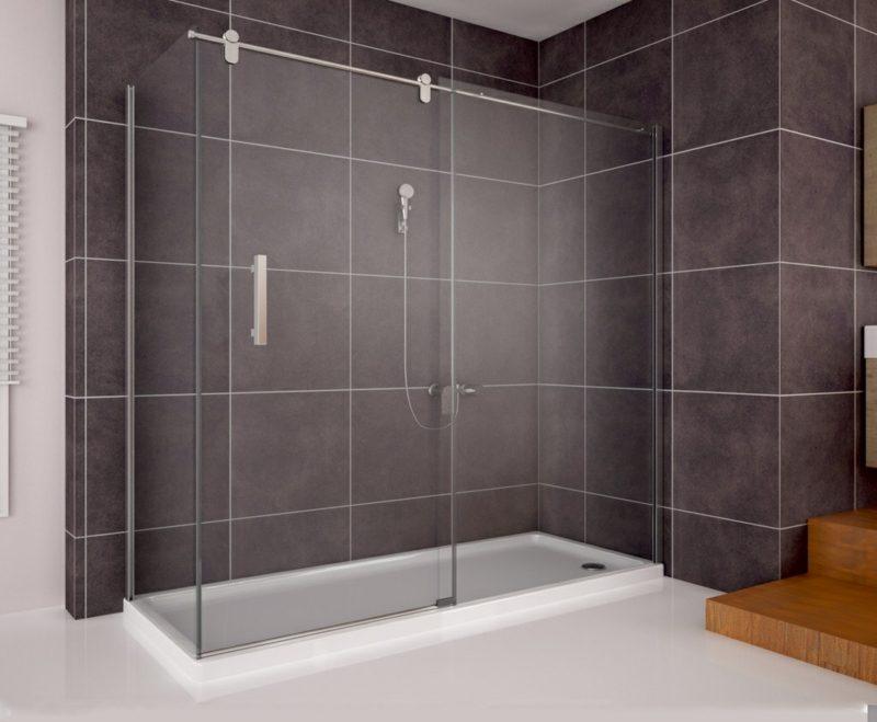 Bad mit gemauerter Dusche dunklere Farbgestaltung