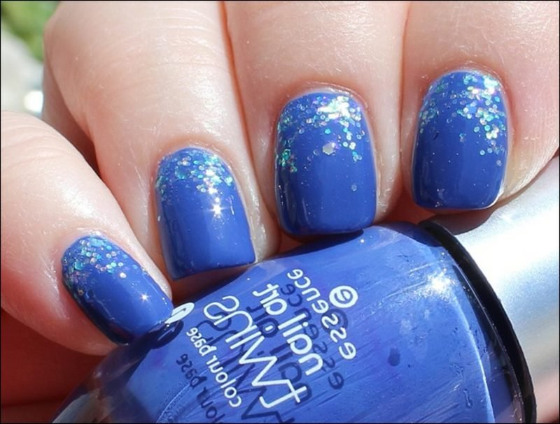 Nageldesign Tiefblau