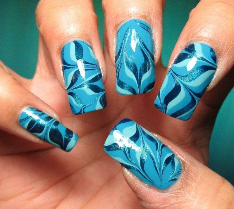 blaue Fingernägel Marmor Effekt