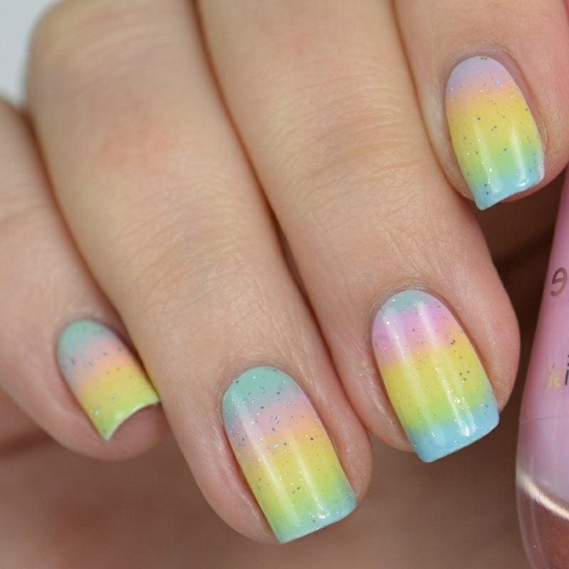 Fingernägel mit Ombre Effekt Regenbogen